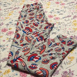 LulaRoe July 4th leggings, gray background, OS